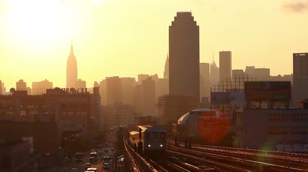 vasúti : Subway Train in New York at Sunset