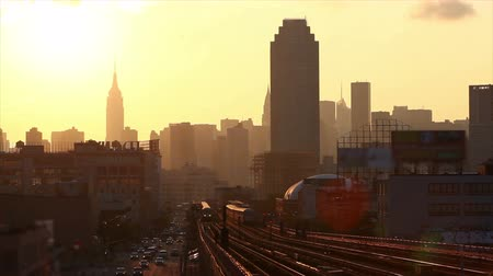 метро : Subway Train in New York at Sunset