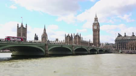 büyük britanya : Westminster bridge and Big Ben time lapse Stok Video