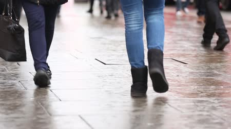 gyalogos : London, people walking on pavement. Close up on legs and feet in Oxford street, a famous place in London