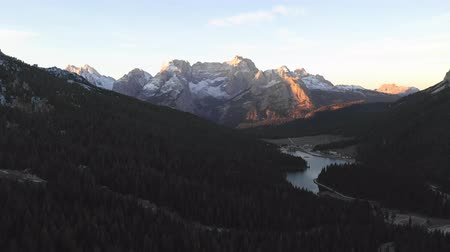 dolomiti : Dolomites mountains and alpine lake at sunrise - Beautiful aerial view of mountain peaks with sun light - Travel and beautiful scenery