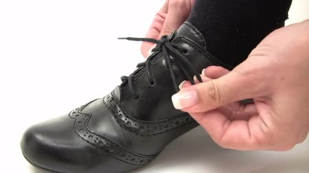 pansuman : Tying a Black Shoe
