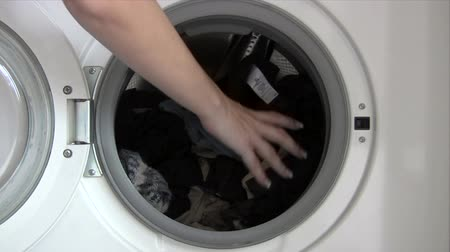 mycie rąk : Emptying Washing Machine