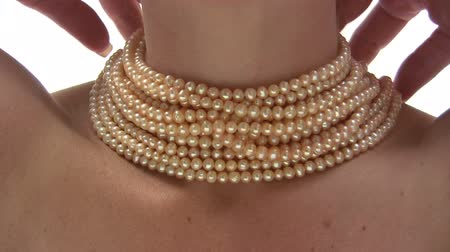 ношение : Pearl Necklace
