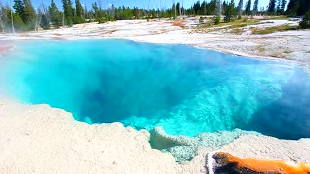 geiser : Black Pool in het West Thumb Geyser Basin van Yellowstone National Park