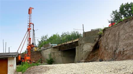 montáž : pile rig repair bridge over rail road