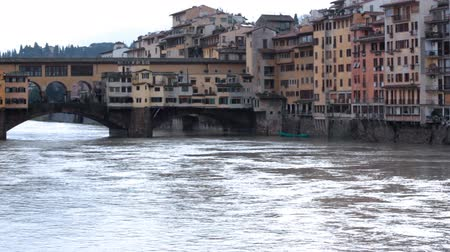 florencja : Buildings and water on Ponte Vecchio Wideo