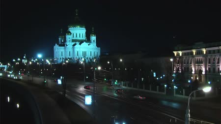 moskwa : Traffic in night Moscow near river Wideo