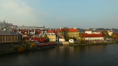 Прага : Pan on Vltava river from karlov bridge, Prague, czech republic Стоковые видеозаписи