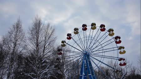 terkedilmiş : carousel in winter park and sky