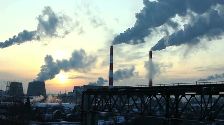 дымоход : Thermal station smoke in sky at winter sunset in Russia Стоковые видеозаписи