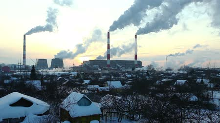 elektrownia : Thermal station smoke in sky at winter sunset in Russia Wideo