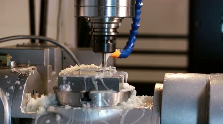 maquinaria : View close-up on running milling machine in production shop