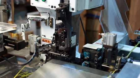 elektronický : Manufacturing. View of modern machine processes wire, close-up