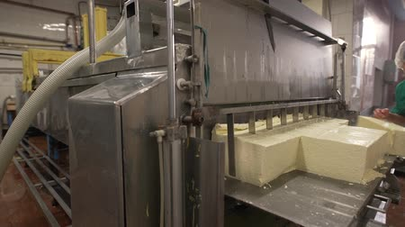 changer : Finished dairy product at production line
