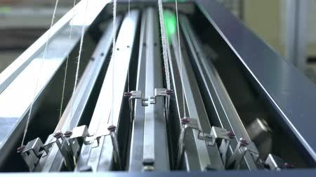 işlenmiş : Knitting machine with a bank of needles video Stok Video