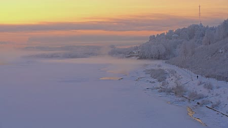 hayran olmak : Gorgeous Russian winter landscape shot at sunrise