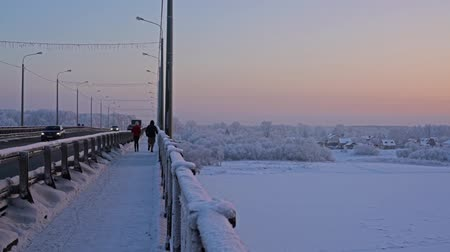 arrabaldes : Russian winter landscape shot at the bridge