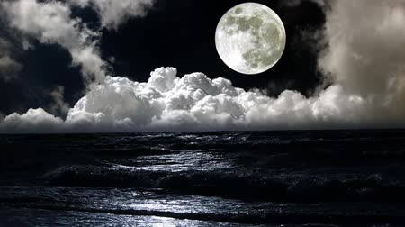 oceano : moon over sea