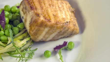 kavurma : Grilled Butter fish steak with zucchini-pea stew braised in white wine Stok Video