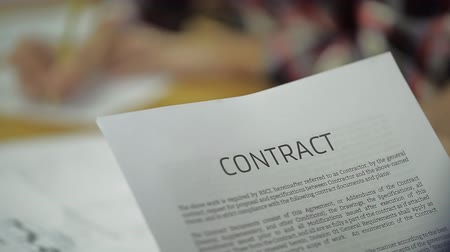 znak : Business people reading the contracts and his colleague had already signed contract. Wideo