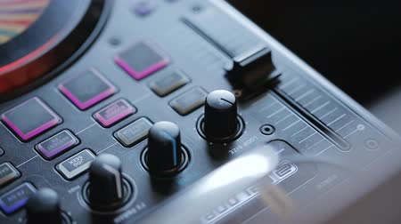 comutar : remote control sound levels at a large public event, levers, Joysticks, channels and knobs, buttons and 2 deck to DVD discs inside, before all this touches a sound engineer adjusting the position of the left to the right, depending on the need. Stock Footage