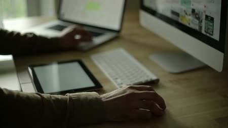 рабочих мест : Up close hands working and designing at a wood desk with wireless keyboard  tablet, wireless mouse, and notebook.