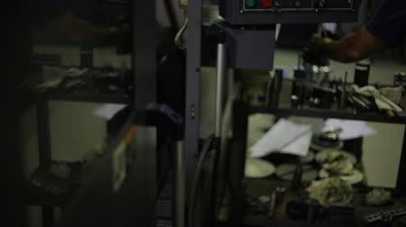 qualidade : Worker took finished metal part, machined on a milling machine with CNC. Stock Footage