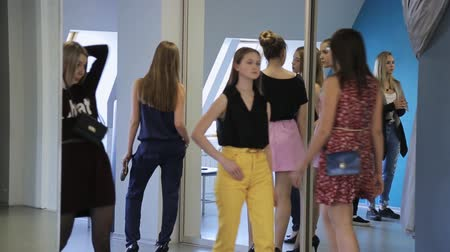 ботинок : Young females are preparing for fashion show in model school.