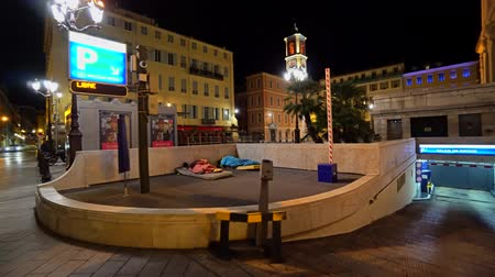andarilho : Homeless sleeps on the Nice city in France
