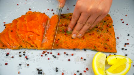 cebolinha : Salmon cutting. Knife and hands. 9 second timelapse 4K