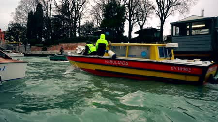 Ambulance boat in Venice canal, Italy 4K Wideo