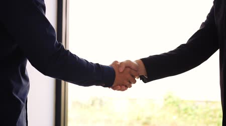 sallama : Two businessmen entrepreneurs or job interviews go well and shaking hands with confidence slow motion.