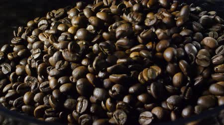 çuval bezi : Roasted coffee beans in the soft light in 4k Stok Video