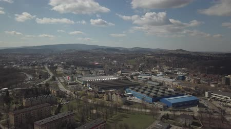 área de trabalho : Gorlice, Poland - 4 5 2019: Industrial region of the Carpathian city. Top view of the refinery and auxiliary buildings. Video shot by drone or quadrocopter. Vanity of the day at the factory.