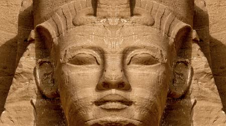egyiptomi : Mirror effect of the Ramses II face at the entrance of the Abu Simbel Temple (Egypt)