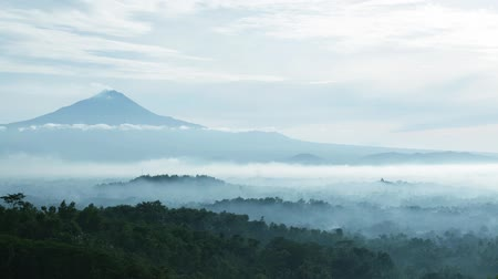 templom : Time lapse of beautiful landscape scenery with Borobudur temple and mount Merapi in the background