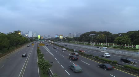 auto estrada : Time lapse of day to night highway traffic