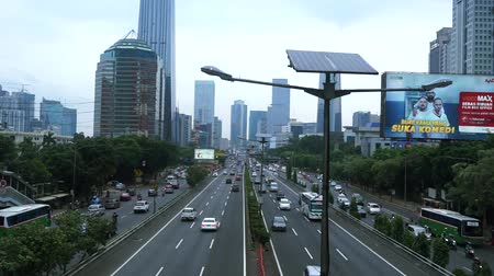 paisagem urbana : Footage video of crowded road with streetlight and skyscraper in the Central Jakarta, Indonesia Vídeos