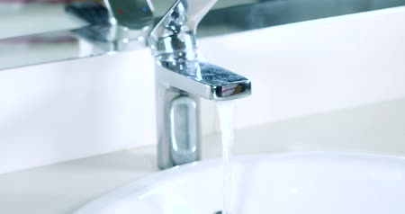 lavatório : Video footage of woman hand open a water tap in the bathroom at home. Professional shot in 4K resolution