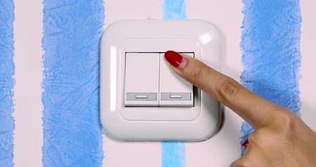comutar : Video footage of woman hand pushing the light switch on the wall, Professional shot in 4K resolution