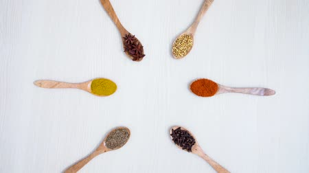 erva doce : Top view footage of various spices on the wooden spoon above table