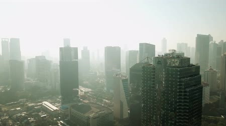 жилье : JAKARTA, Indonesia. September 14, 2017: Stunning aerial view of skyscrapers in Central Business District of Semanggi at Jakarta, shot in misty morning Стоковые видеозаписи
