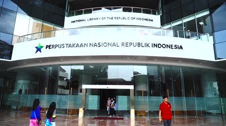 sürgülü : JAKARTA - Indonesia. January 23, 2018: Video footage of the exterior of National Library of Indonesia with glass doors