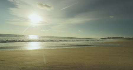 Ява : Beautiful view of Pangumbahan beach on sunset time at Ujung Genteng, Sukabumi, West Java, Indonesia. Shot in 4k resolution