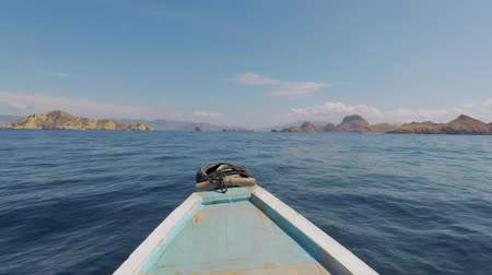 Флорес : Exotic seascape from a boat sailing to Komodo Island with tropical islands archipelago background at East Nusa Tenggara, Indonesia