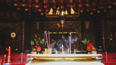 ладан : JAKARTA - Indonesia. April 17, 2018: Burned incense sticks on a pot in the Buddhist temple on Chinese New Year celebration at Glodok, Jakarta, Indonesia