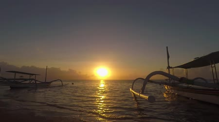 kotvící : Beautiful sunrise with silhouette of traditional fisherman boats on the tropical beach at Bali, Indonesia