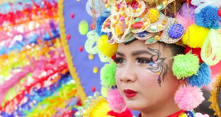 participante : JAKARTA, Indonesia - May 31, 2018: Beautiful participant of Asian Games 2018 Parade smiling at the camera while wearing colorful accessories. Shot in 4k resolution