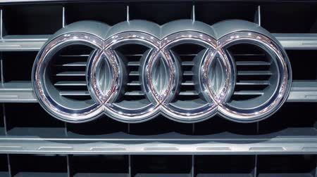 двухместная карета : Tangerang, Indonesia - August 08, 2018: Closeup of Audi car symbol at Gaikindo Indonesia International Auto Show Стоковые видеозаписи